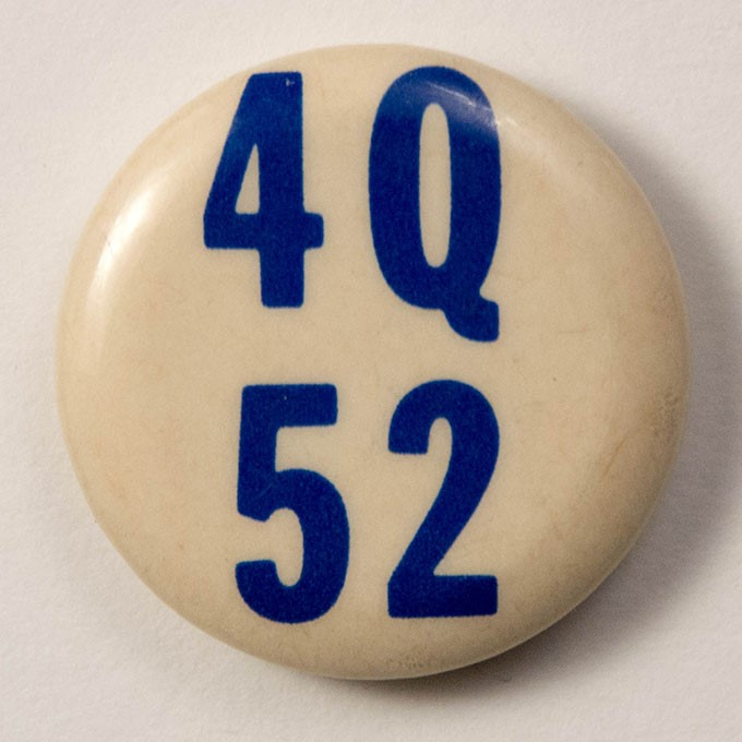 Cover image of 4 Q 52. Button.